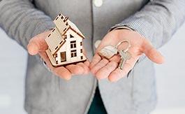 家の模型と鍵